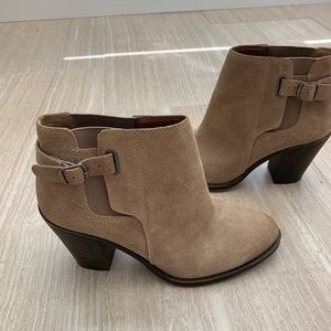 💕 Lucky Brand Suede Booties